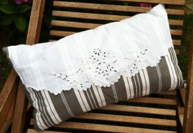 coussin broderie blanche